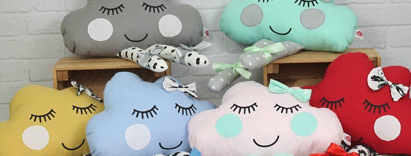 Poduszka chmurka z oczami i nóżkami